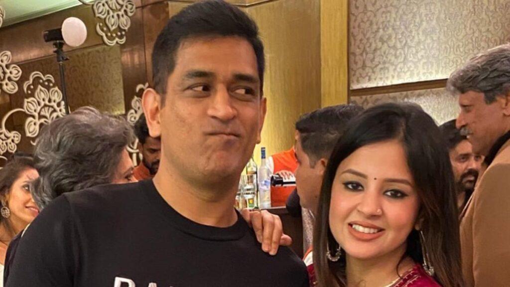 Dhoni and Sakshi - FirstSportz
