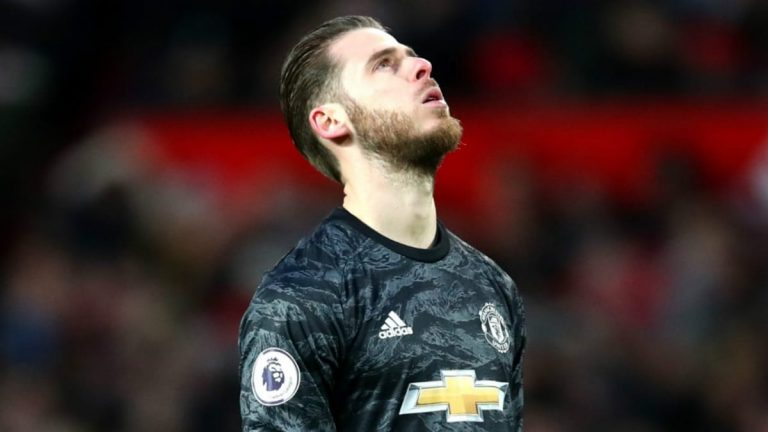 How will Manchester United tackle their goalkeeping problem?