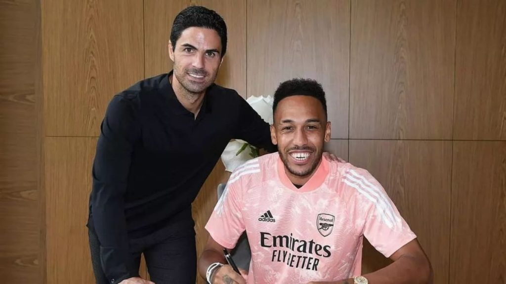Pierre-Emerick Aubameyang extends contract with the club.