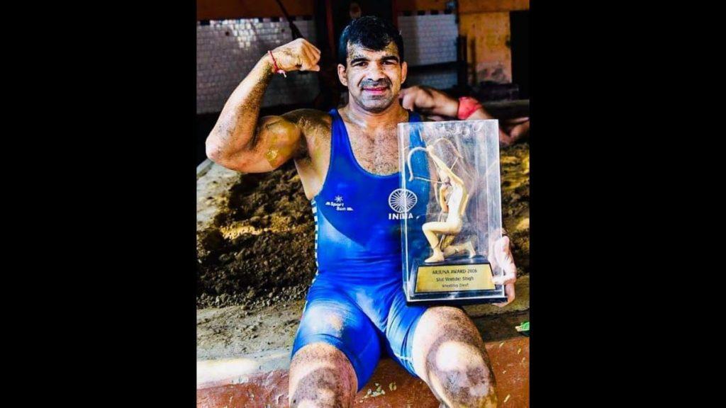 Virender Singh with the Arjuna award