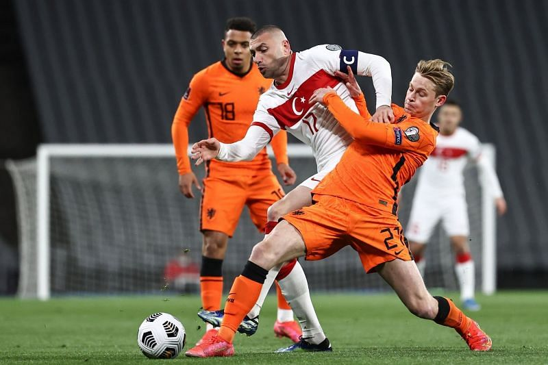 Frenkie De Jong tussling with Yilmaz for the ball in their World CUp qualifying match - FirstSportz