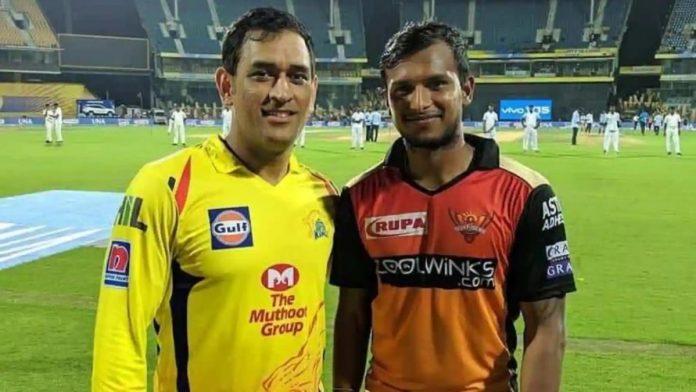 MS Dhoni and T Natarajan