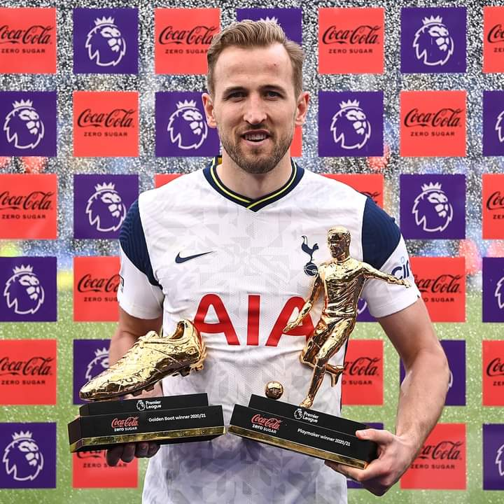 Harry Kane with The Golden Boot and Playmaker's award