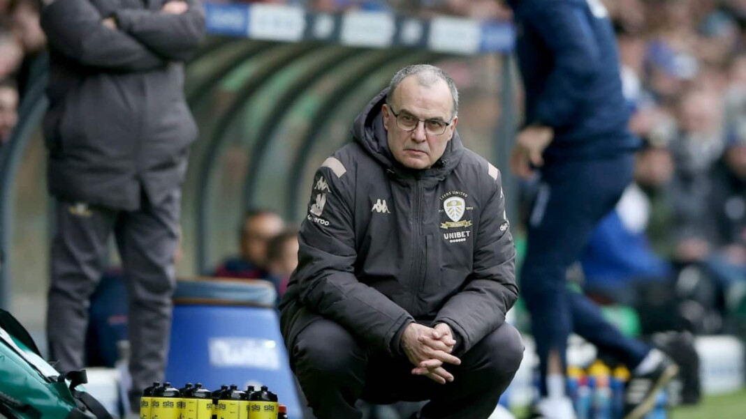 One of Marcelo Bielsa's iconic poses during a football match