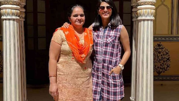 Priya Punia with her mother