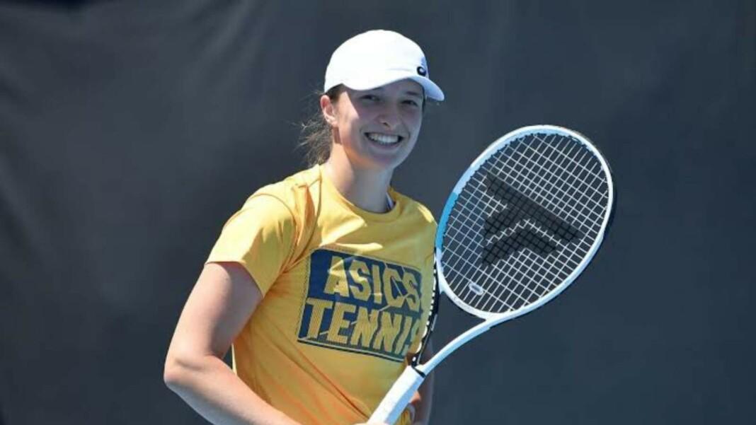 Iga Swiatek with her Tecnifibre racquet