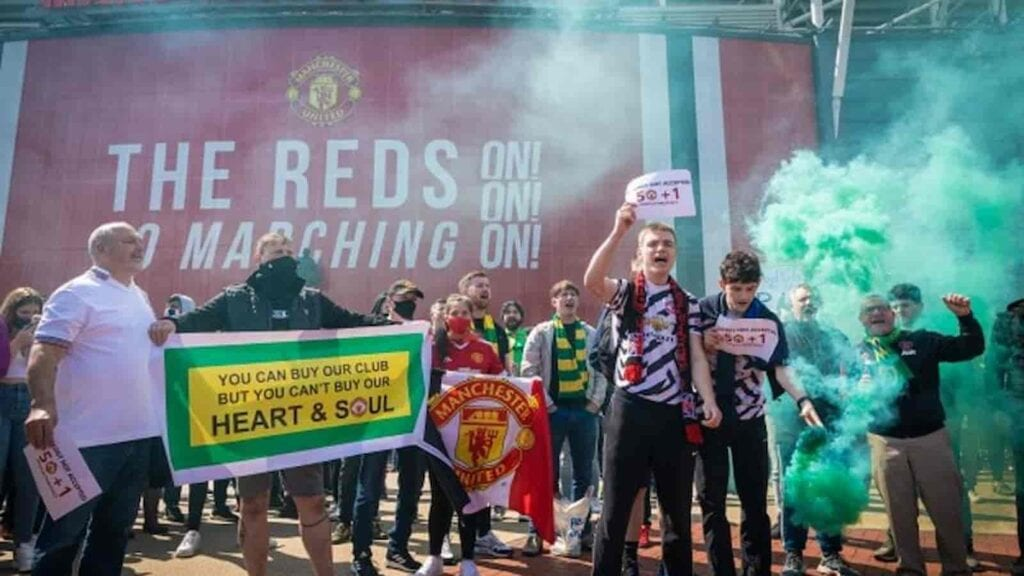 United fans protest against the club ownership outside Old Trafford