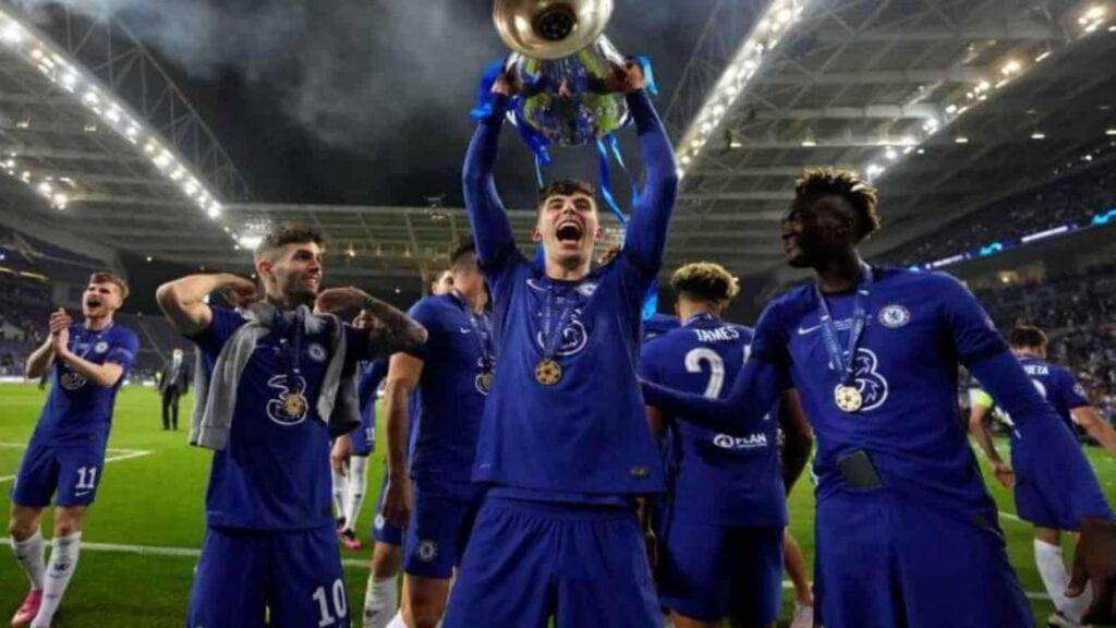 Havertz lifts the UCL trophy