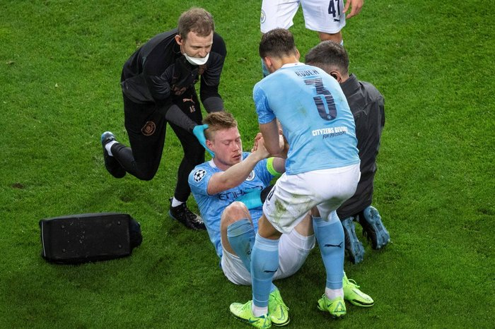 Manchester City's midfielder Kevin De Bruyne suffered a fracture eye socket and nose during his side's 1-0 defeat to Chelsea in the Champions League final.