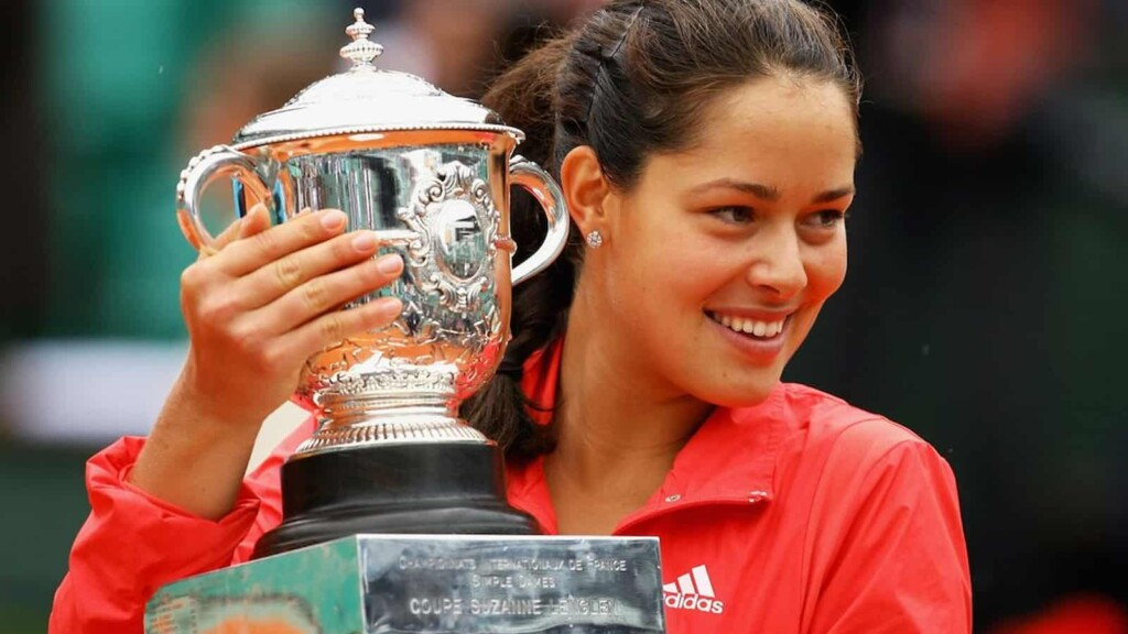 Ana Ivanovic with her 2008 French Open trophy