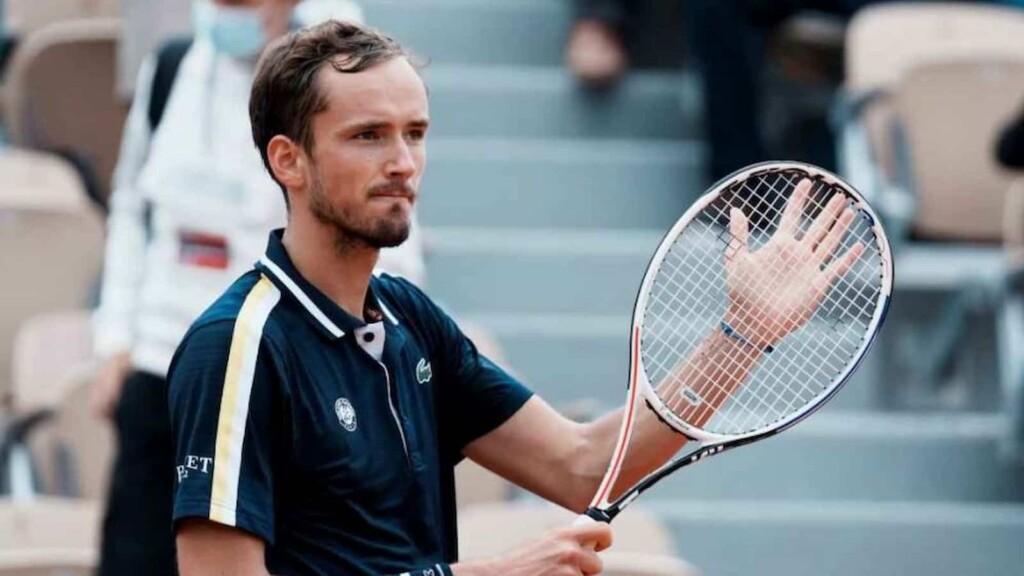 5 Players who can defeat Novak Djokovic at Wimbledon 2021