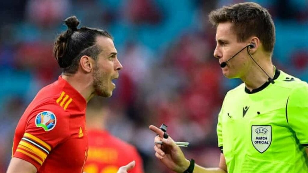 Gareth Bale complains to the referee