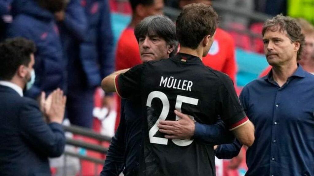 Joachim Low and Thomas Mueller