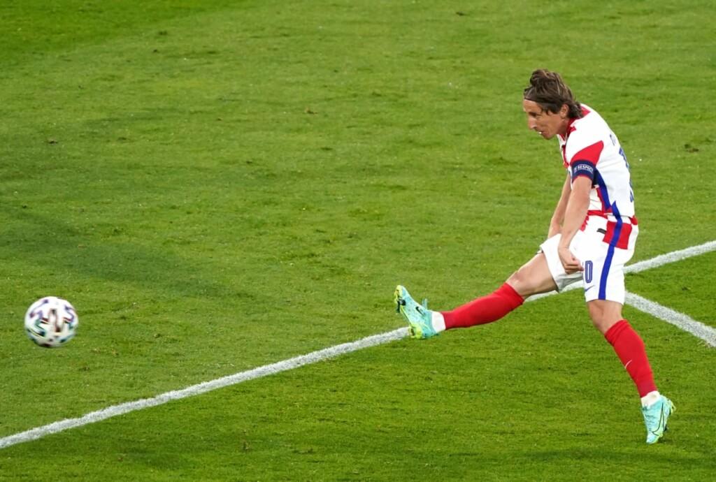 Luka Modric scores