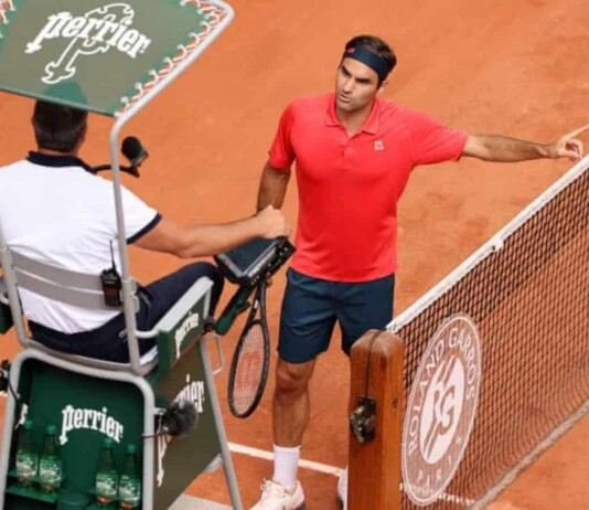 Roger Federer arguing with the Chair Umpire