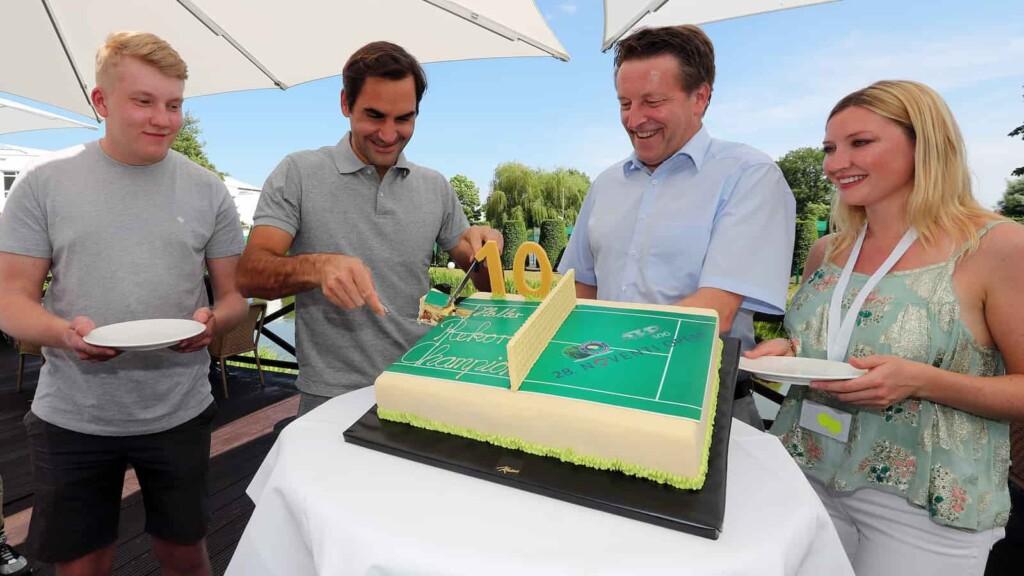 Roger Federer welcomed at the 2021 Halle Open