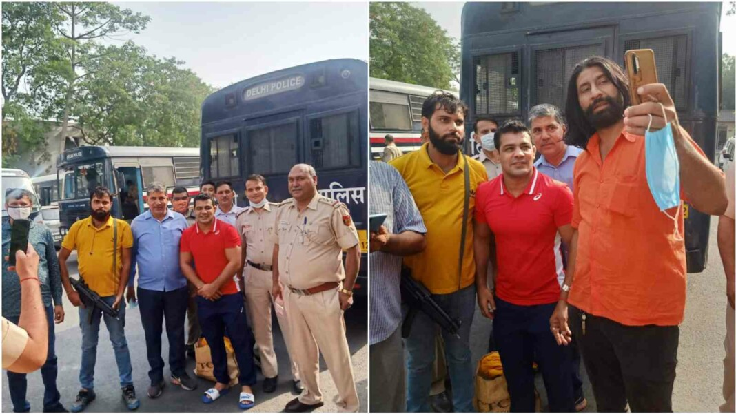 Sushil Kumar with police personnel