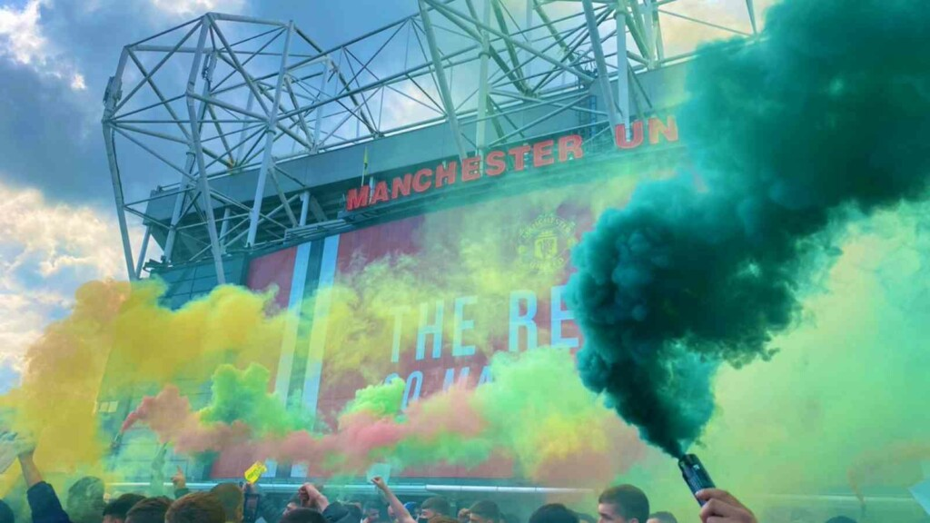 Demonstrations outside the Old trafford following the clubs involvement in ESL
