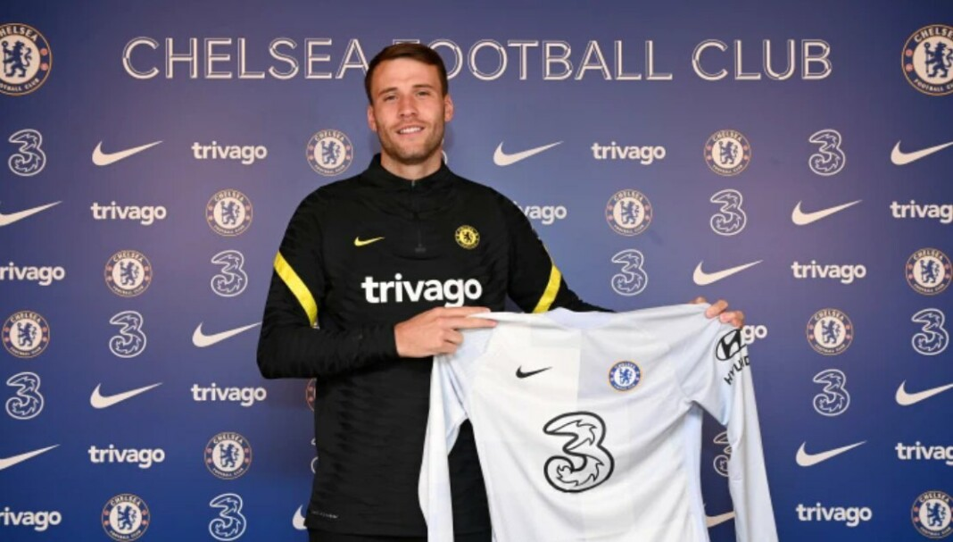 Goalkeeper Marcus Bettinelli joins Chelsea Football Club on a two year contract