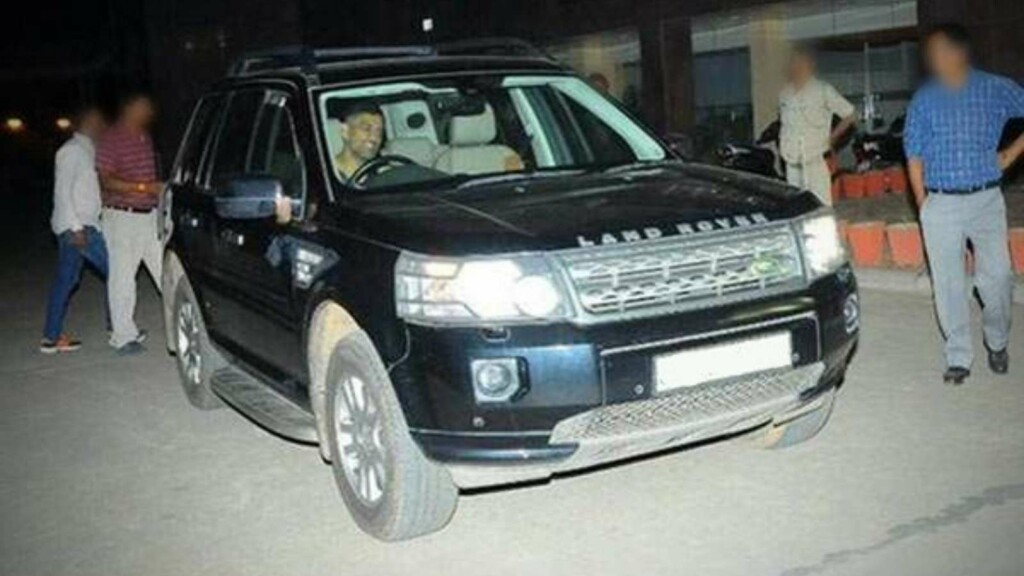 MS Dhoni Land Rover