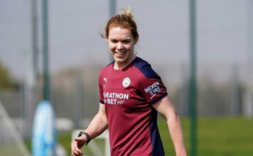 Aoife Mannion signs for Manchester United Women on a multi-year deal