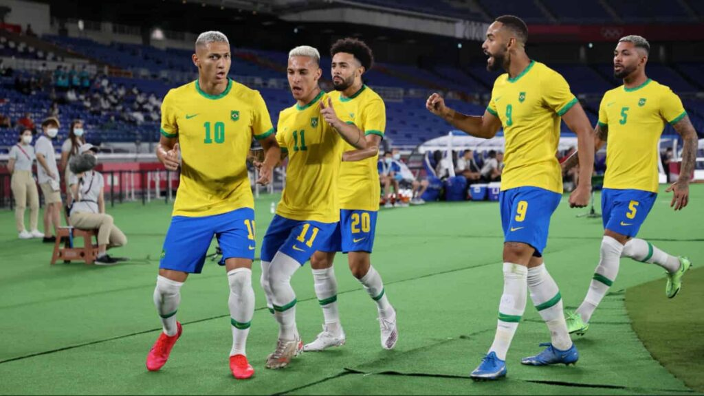 Brazil celebrate their victory over Germany - FirstSportz