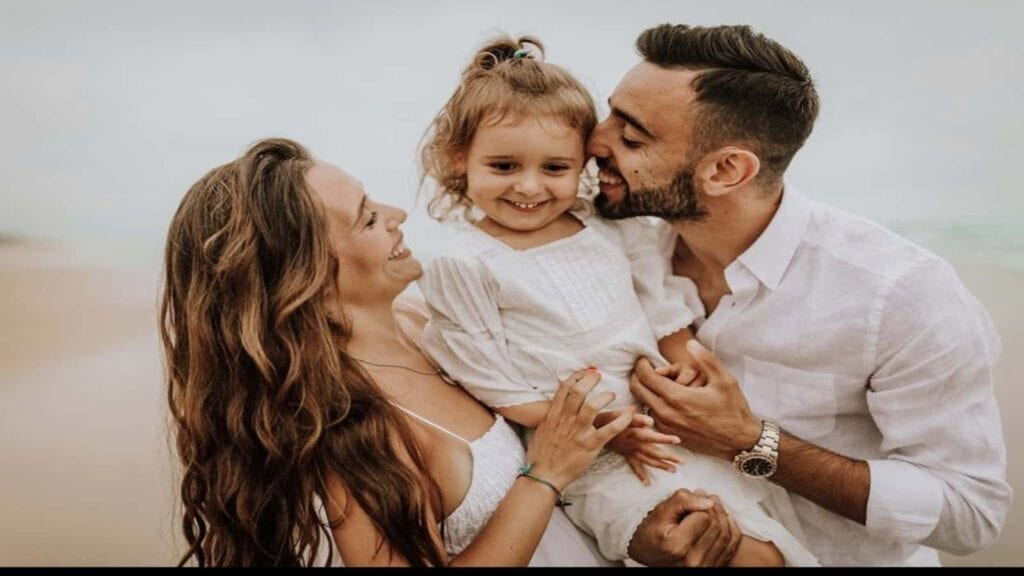 Bruno Fernandes with his wife, Ana Pinho and daughter