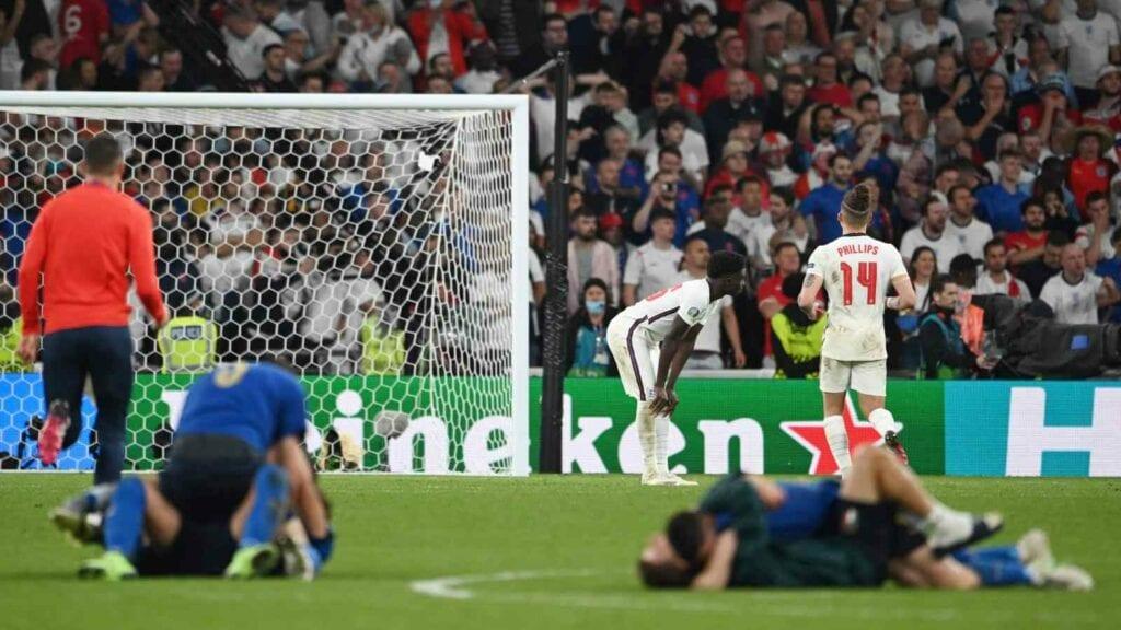 Bukayo Saka missed the final spot kick of the match