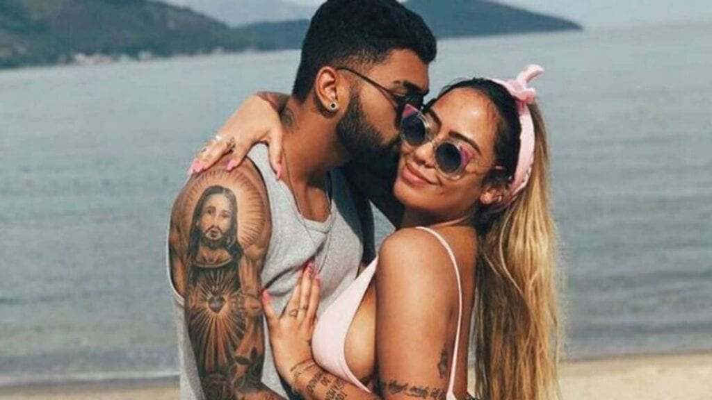 Gabriel Barbosa was involved in a relationship with Rafaella