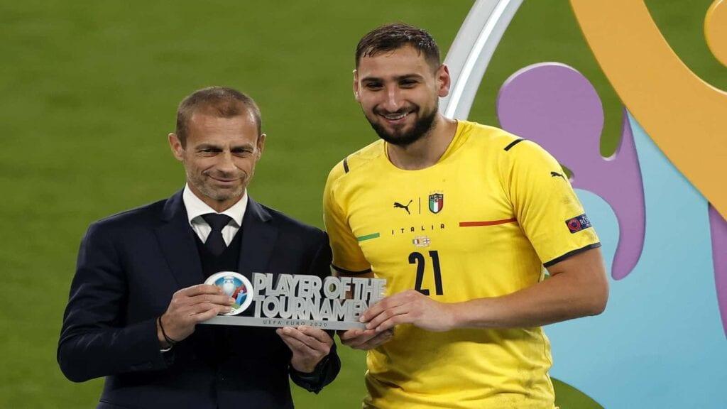 Gianluigi Donnarumma with the Best Player Award