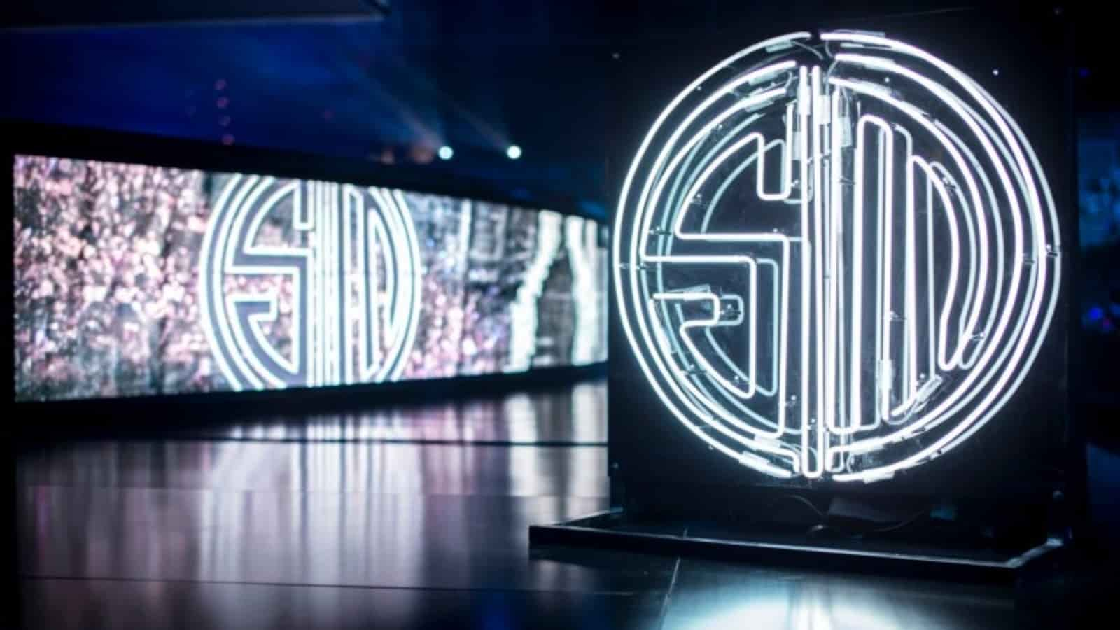 Sinatraa Might Join TSM FTX: Streaming Chats Reveal
