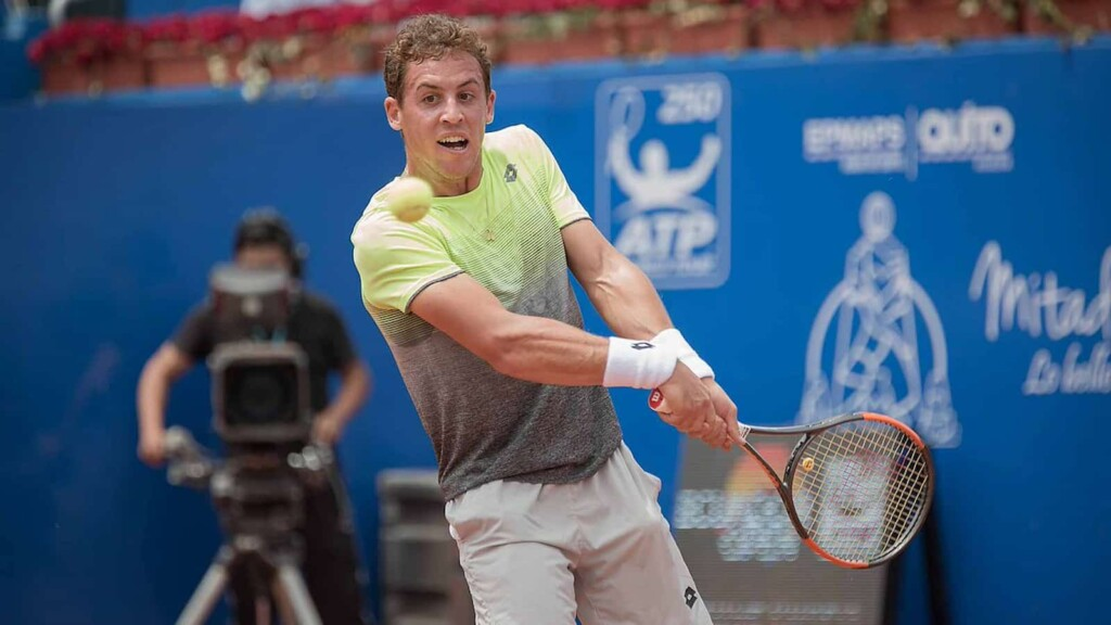 Roberto Carballes Baena in action at the ATP Bastad 2021