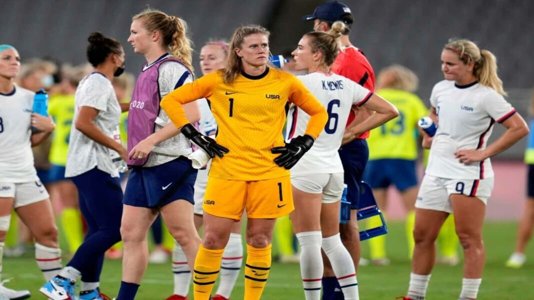 USWNT players after the defeatr