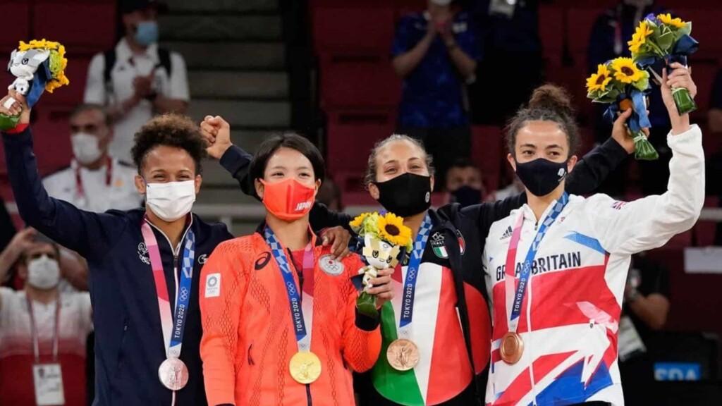 Women's 52 kg medal winners