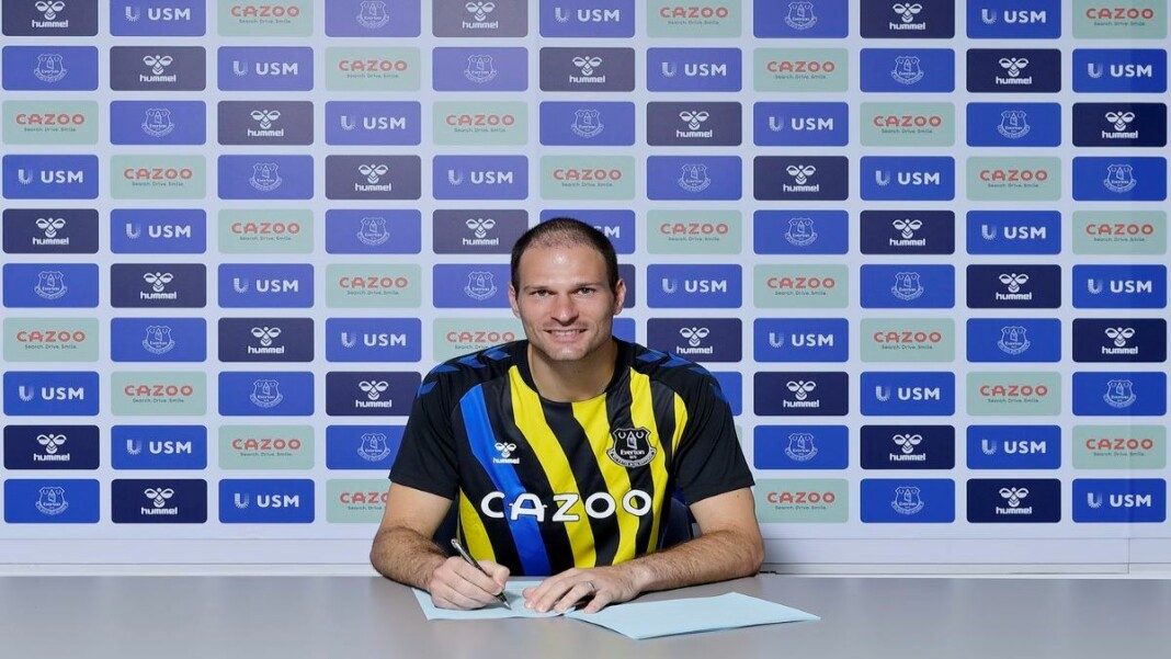 Asmir Begovic joins Everton on a one-year deal