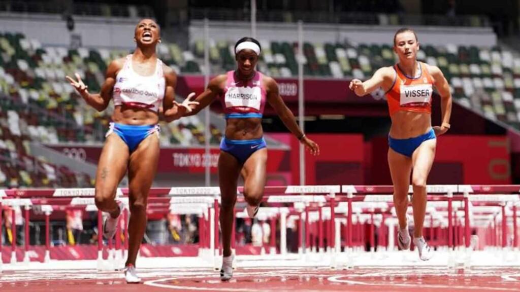Photo finish in women's 100m hurdles