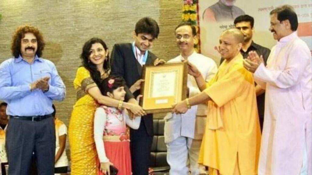 Yathiraj and his family receiving an award