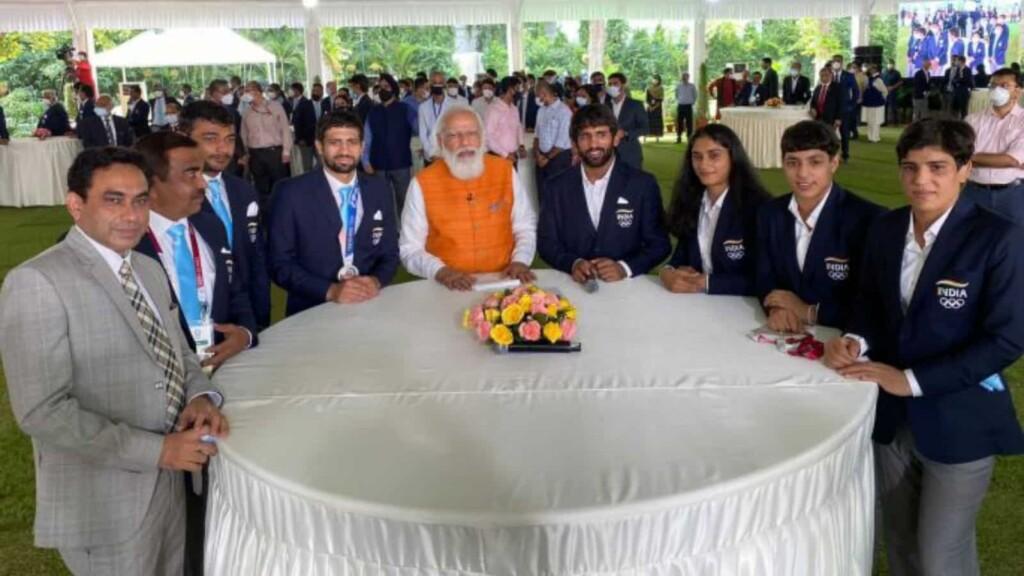 PM Modi with India wrestling contingent