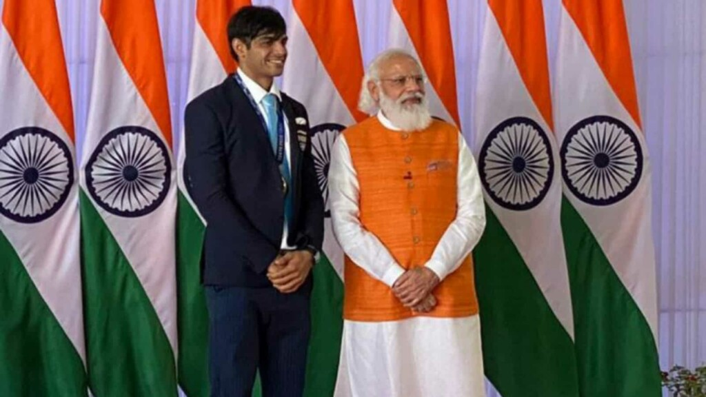 PM Modi with Neeraj Chopra and Indian olympic contingent