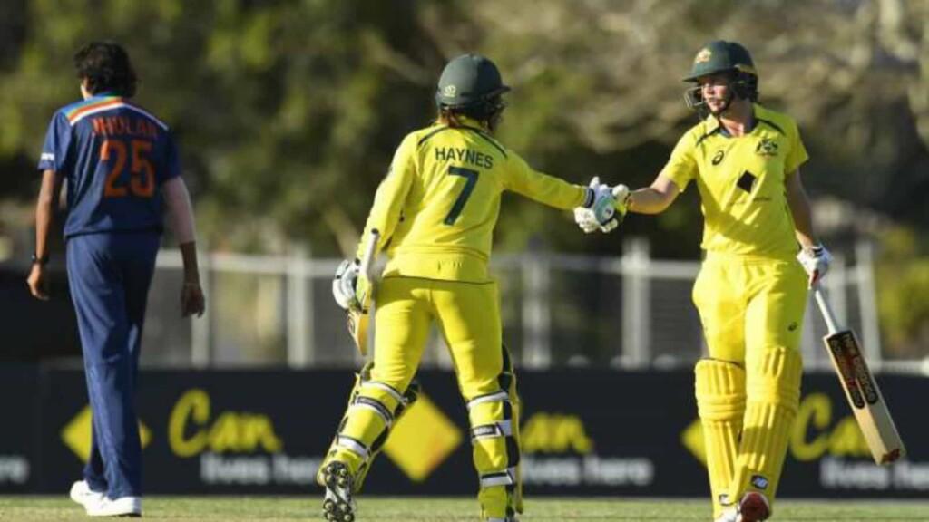 Australian batters Rachael Haynes and Meg Lanning