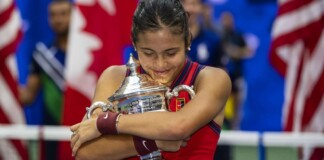 Emma Raducanu with the US Open 2021 Trophy